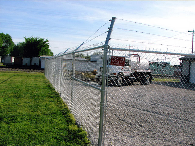 01-Commercial chainlink fence in Groveport