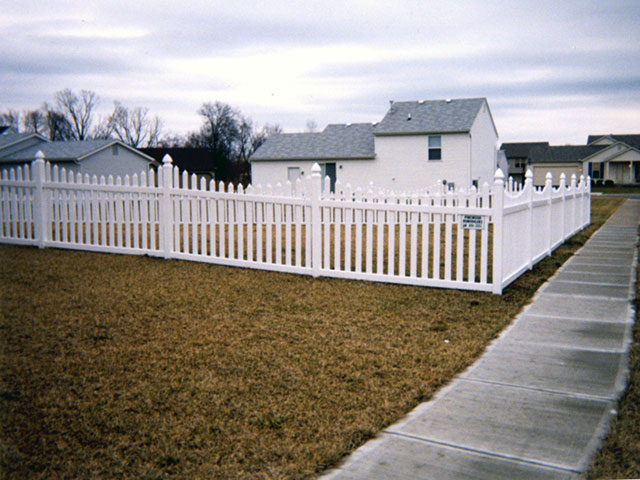 01-Residential vinyl picket fence in Groveport
