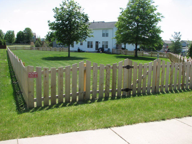 02-Scalloped picket fence in Pickerington