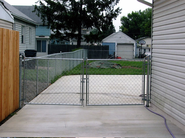 02-Residential chainlink fence in Columbus