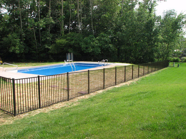 03-Aluminum fence in Pickerington