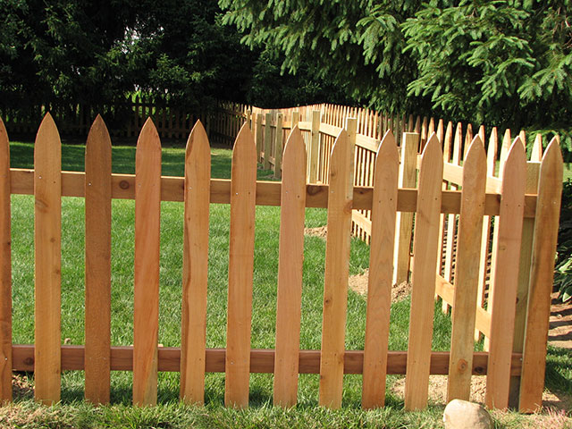 08-Traditional picket fence in Groveport